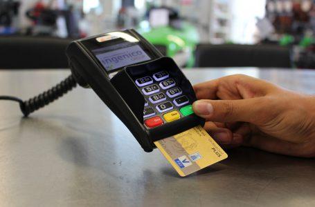 Kosztowna zguba? Co zrobić, gdy stracimy kartę płatniczą za granicą?