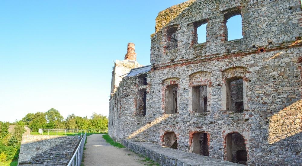 zamek krzyżtopór ujazd
